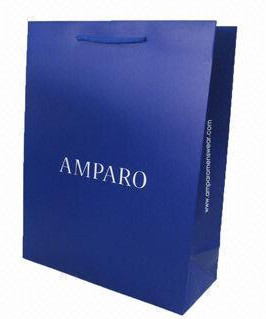 China Luxury Clothing Shopping Bags made with Paper Material factory